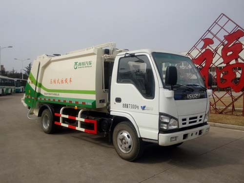 3815mm 3tons 5cbm Isuzu Mini 4*2 Garbage Compactor Truck