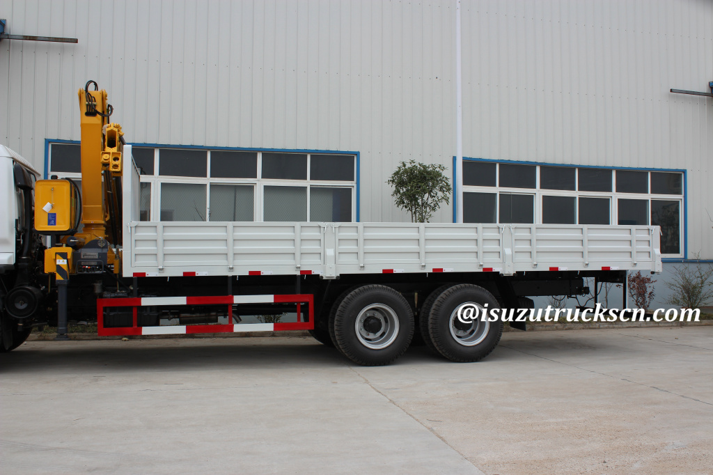 10TON ISUZU TRUCK WITH CRANE For lifting and transporting glass