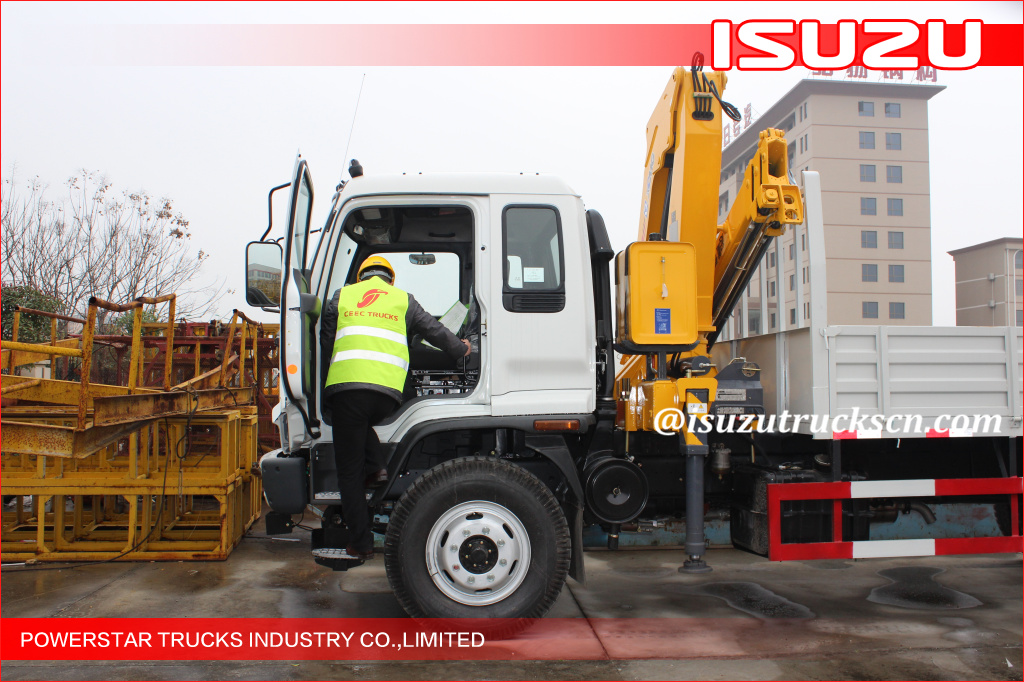 Mobile Isuzu 12T Knuckle Boom Truck Mounted Crane For Landscrape Jobs