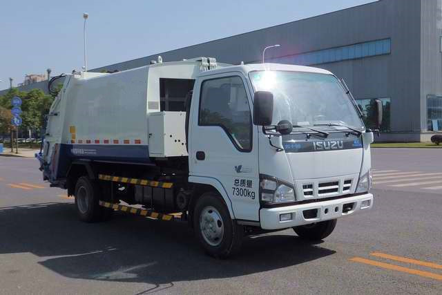 isuzu special truck garbage compacting vehicle