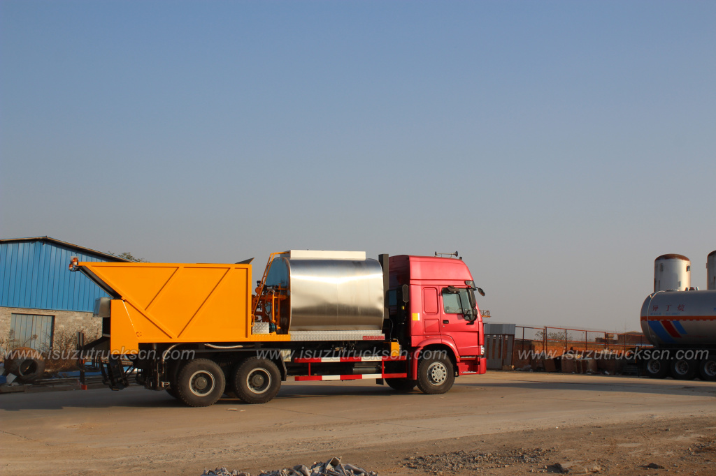 ISUZU FVZ FXZ Synchronous Chip Sealer Truck with 8m3 Aggregate Bin