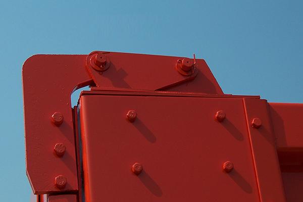Rear door top lug hooks for hino dump trucks