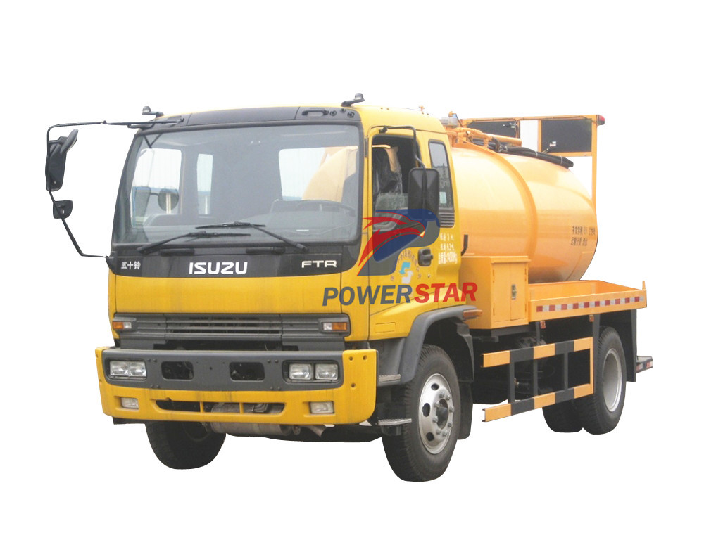 Sludge water vacuum trucks Isuzu (8,000 Liters)