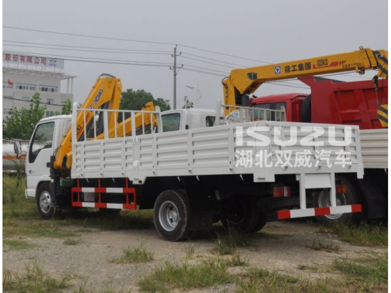 Made in China Isuzu 3.2 Ton Mini Telescopic Boom Truck Mounted Crane