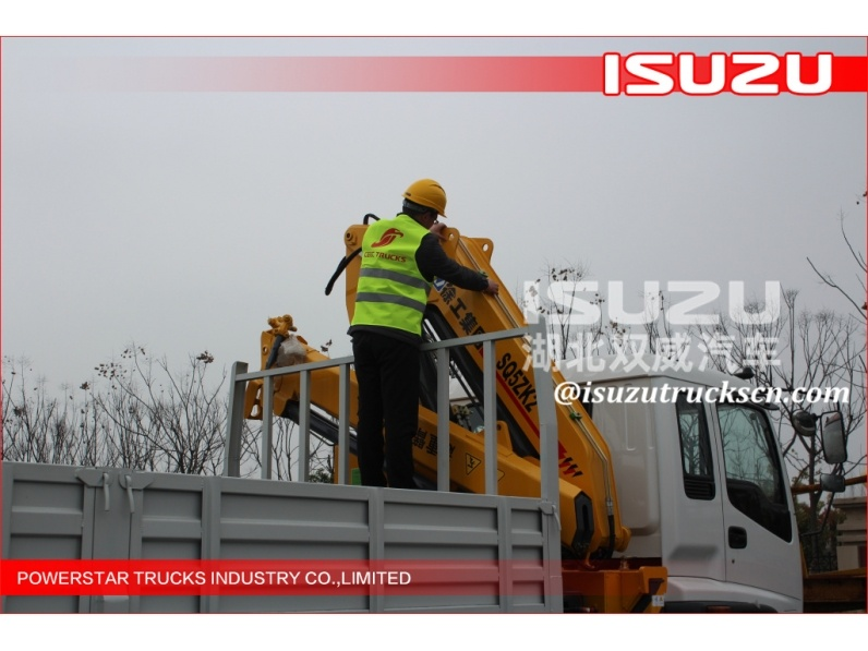 Isuzu crane truck chassis in good quality with best price