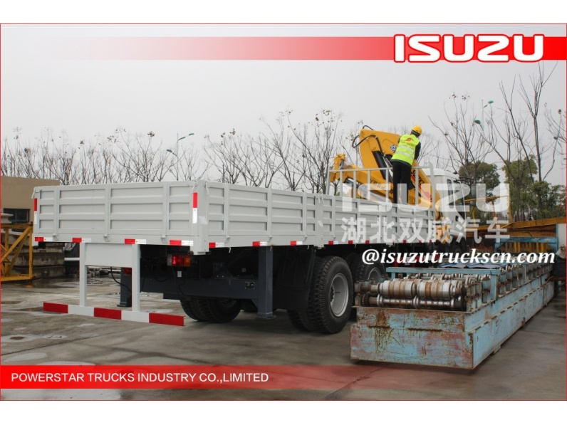 Knuckle boom truck mounted crane Folding boom truck crane, Lorry mounted crane