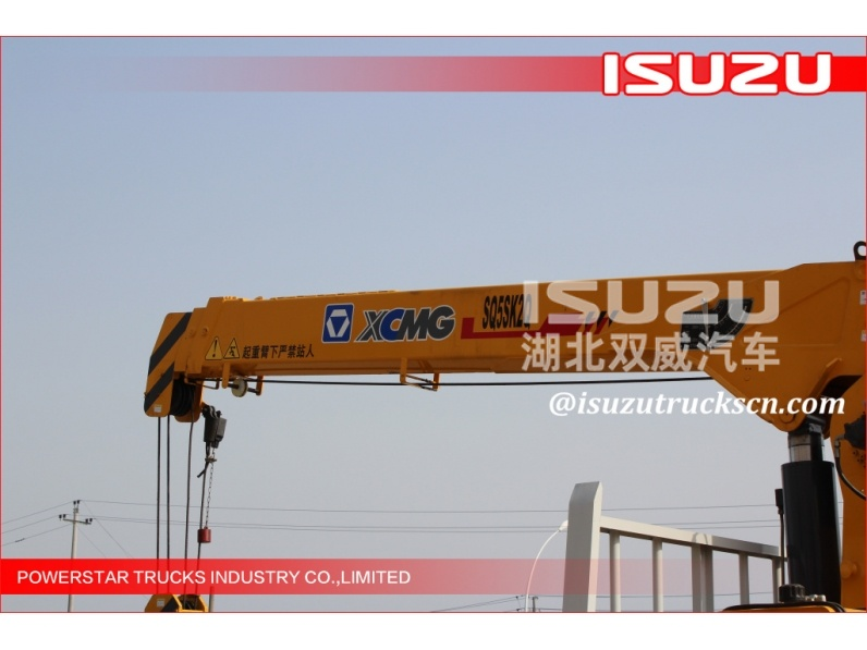Japan model hot sale small truck crane,truck crane with grab,cargo crane truck