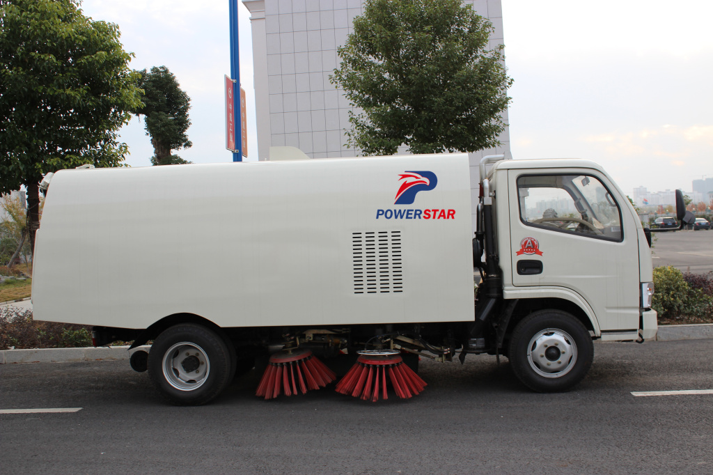 Hot Selling Myanmar 5000liters street sweeper master