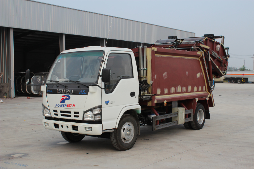 What should we do before painting Isuzu waste compactor truck?