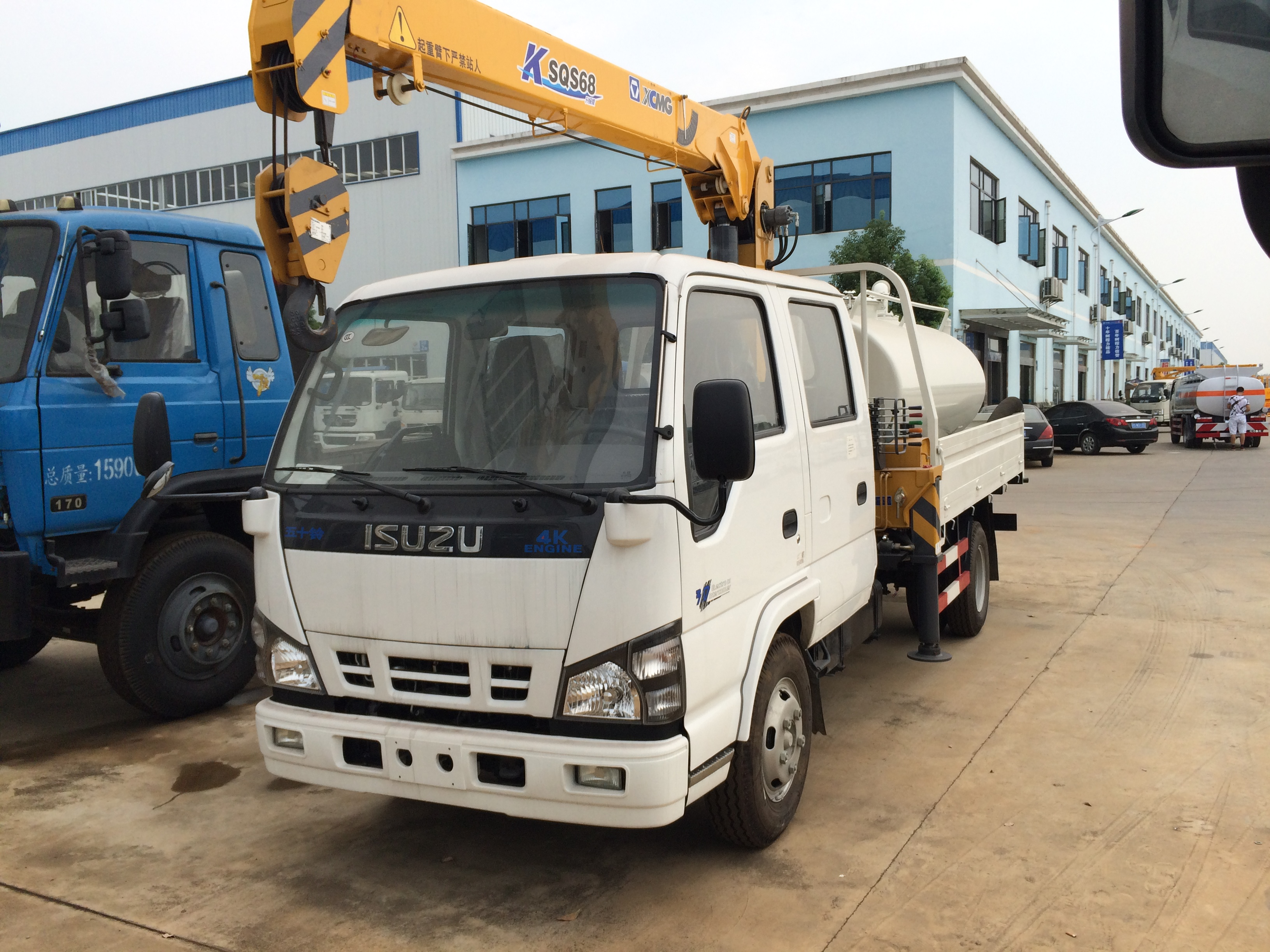 Custom made Isuzu NKR Crane trucks with Sewage Suction Truck
