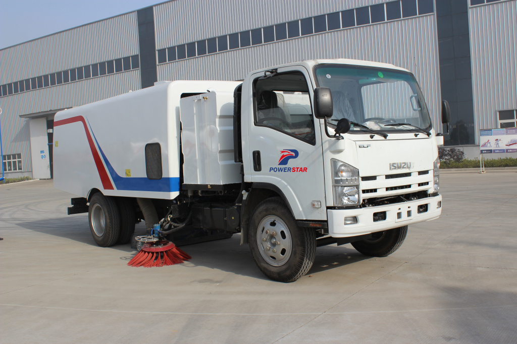 Japan Isuzu trucks New design road sweeper truck