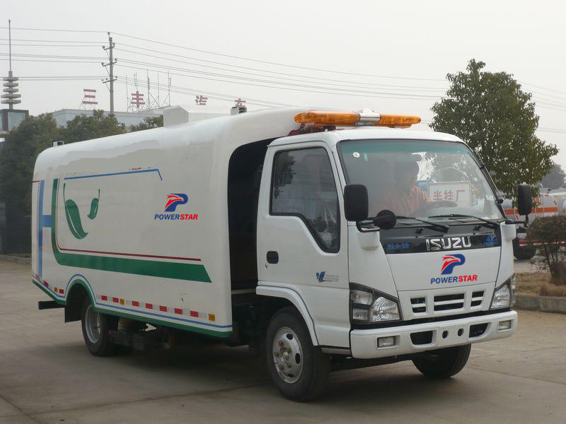 Isuzu trucks Dry Vacuum Sweeper Road Sweeper Truck made by Powerstar trucks