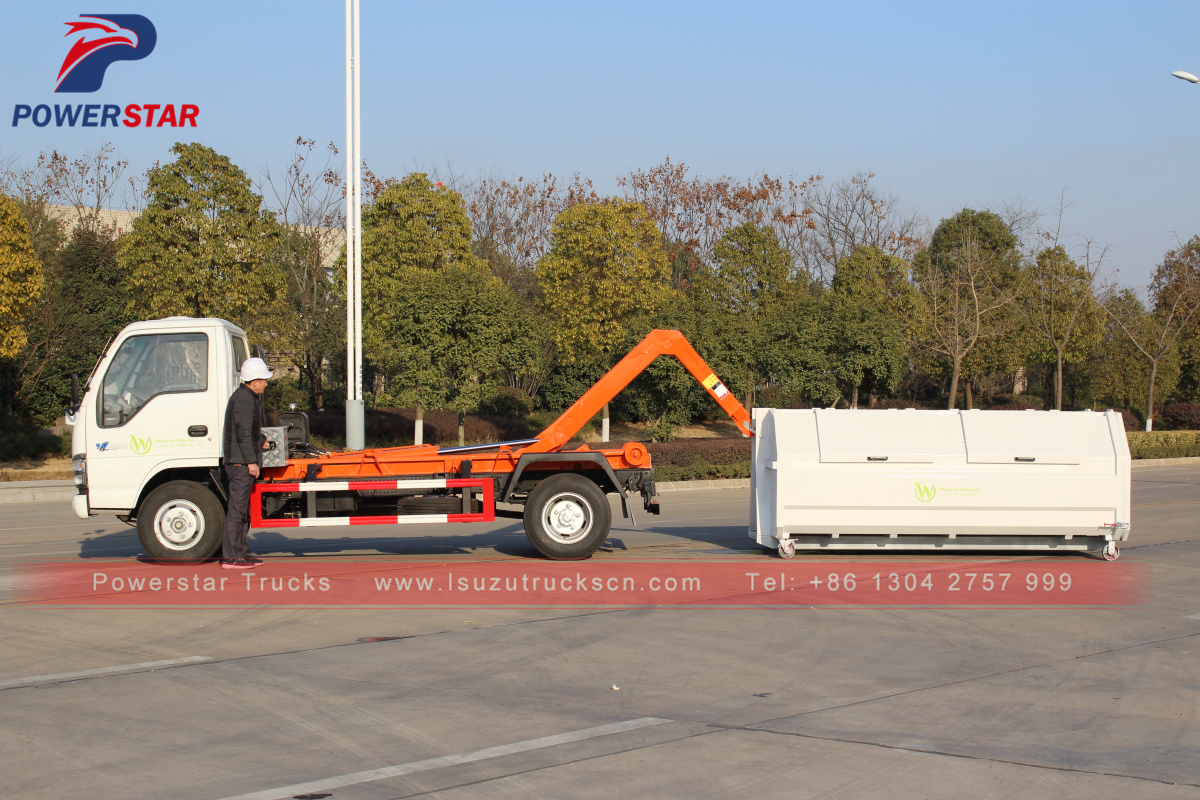 2018 brand new professional ISUZU 4*2 mini hooklift garbage vehicle
