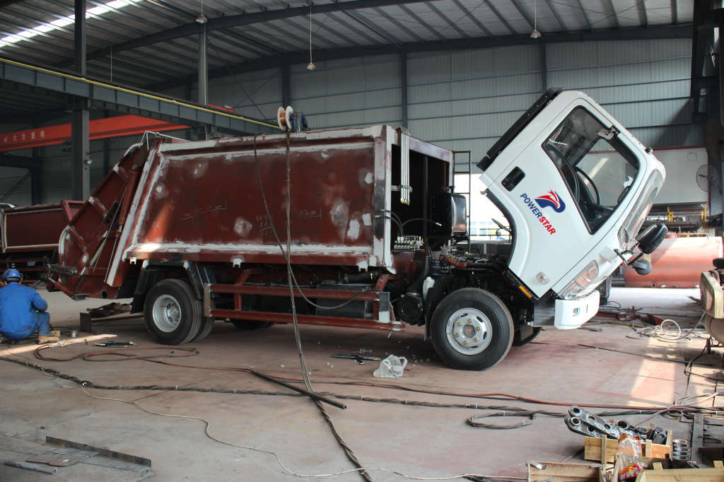 How to produce 8cbm ISUZU trucks Trash Compactors?